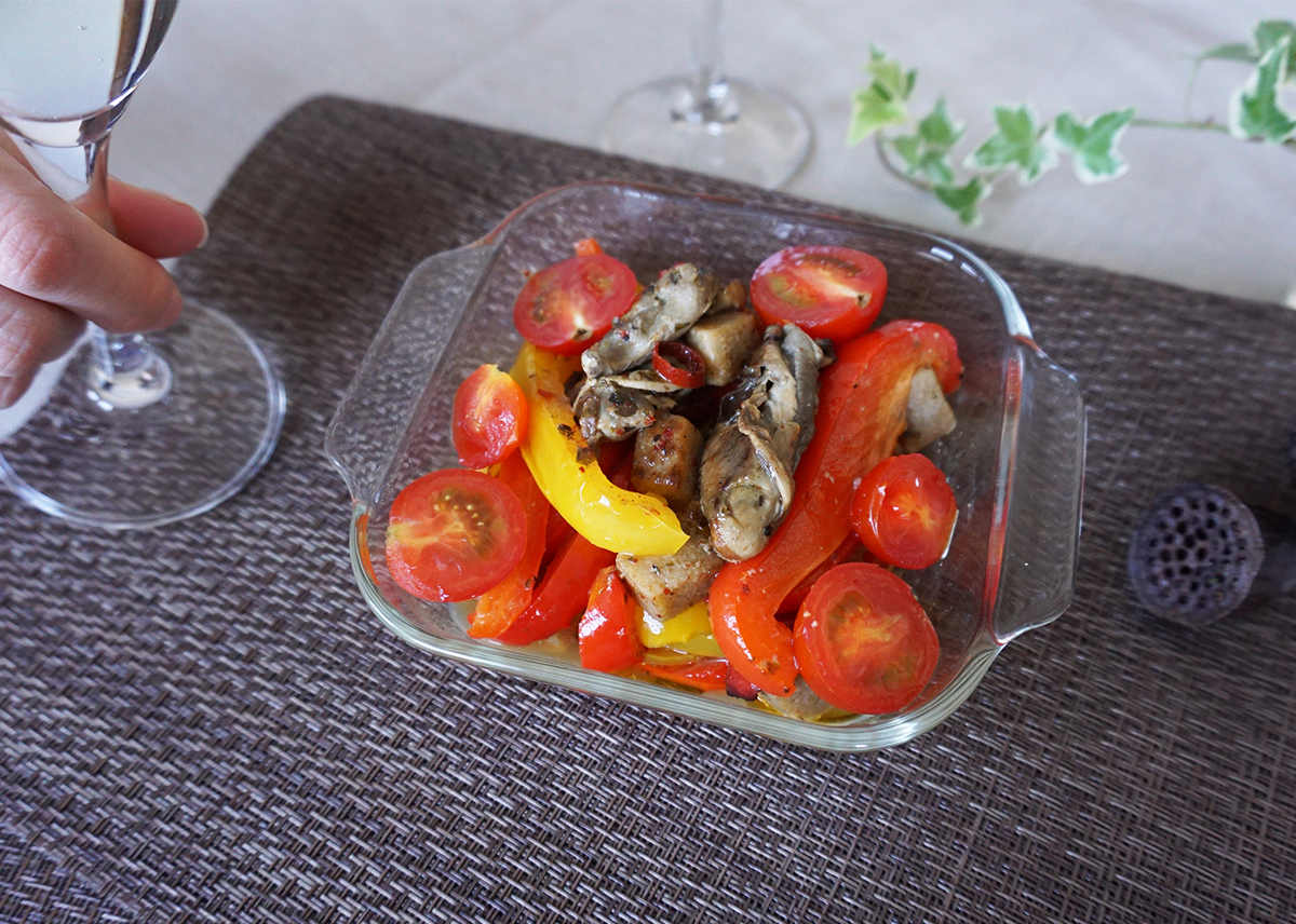 牡蠣とこんにゃくのアヒージョ⽸詰のパプリカ炒め
